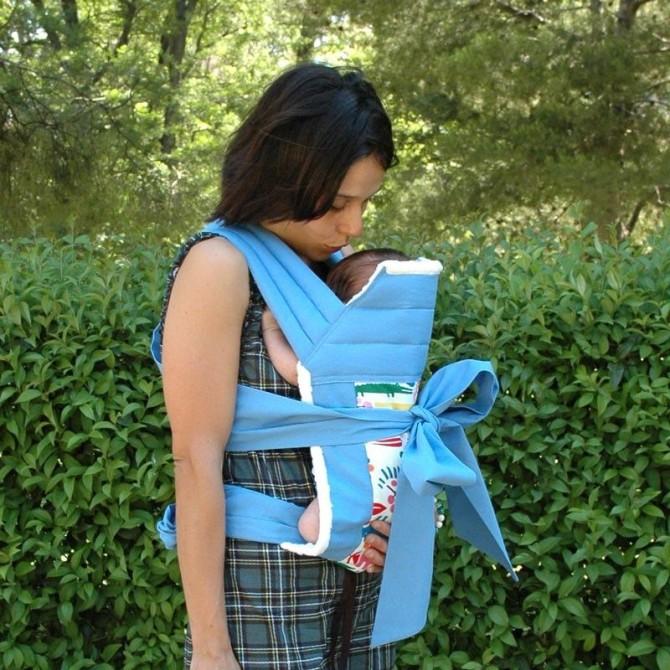 Mei tai azul con bebe recien nacido