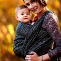 Fular portabebés Linen black cube bebé con mamá