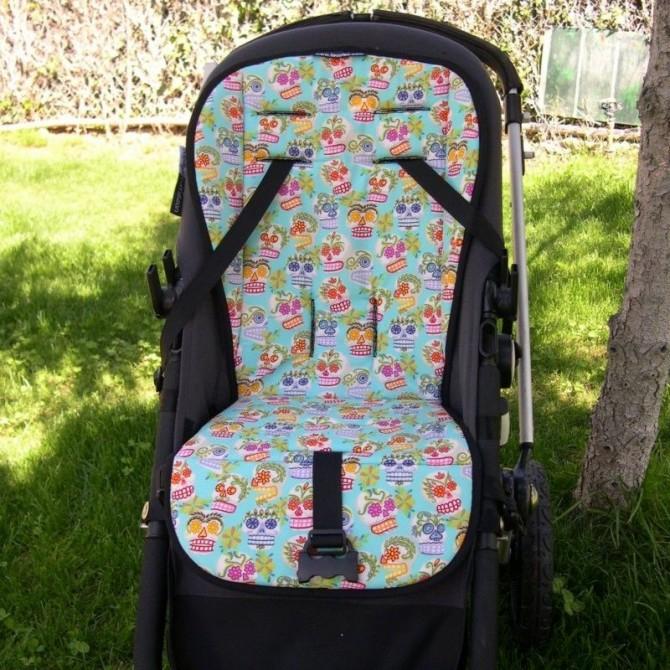 Colchoneta silla bebe con fondo rosa