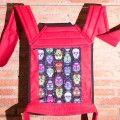 Porte bébé Mei tai rouge avec têtes de mort