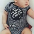 Body bebe gracioso prisionero durante 9 meses