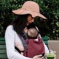 Mochila ergonómica baby Fidella Fusion Roja sentado