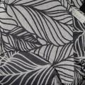 Mochila ergonómica Dancing leaves blanco y negro detalle