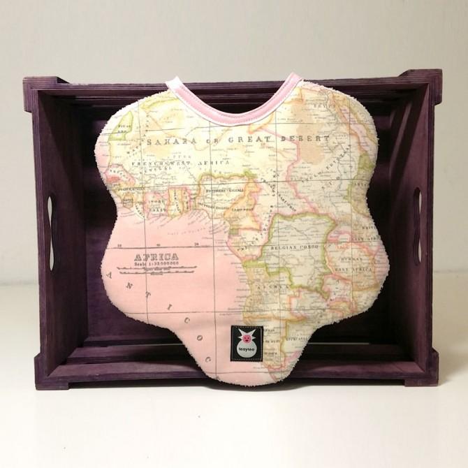 Babero babydaisy - mapamundi rosa