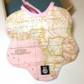 Babero bebé - mapamundi rosa