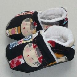 Patucos japonesas fondo negro.
