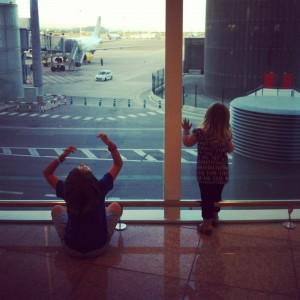 aeropuerto y niños