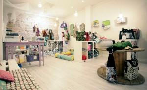Esta esl a tienda de Teoyleo cuando la abrimos, al fondo podéis ver el parqwue dónde jugaba mi hija.