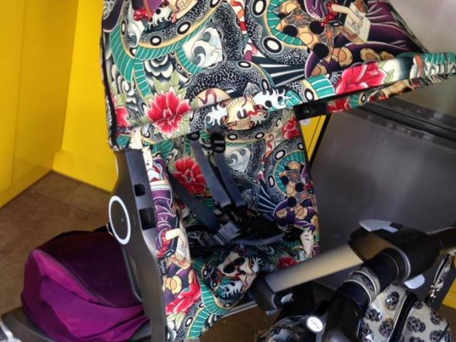 Funda silla Stokke con dibujos de geishas tattoo