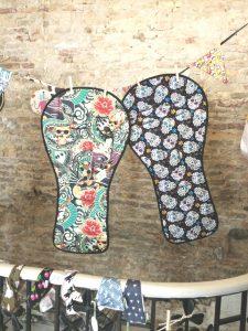 Colchoneta para carro gemelar con dibujos de calaveras